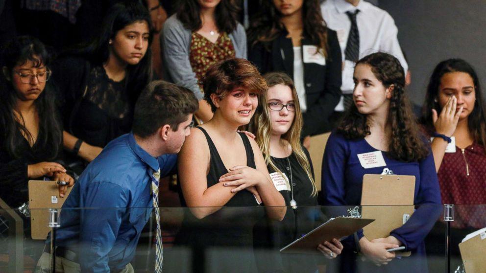 http://a.abcnews.com/images/US/parkland-students-protest-gun-laws-ap-04-jef-180220_2_16x9_992.jpg