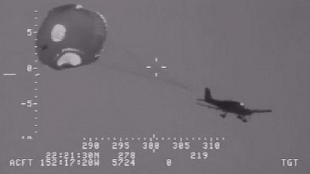 http://a.abcnews.com/images/US/pd_dvo_plane_parachute_kb_150126_16x9_608.jpg
