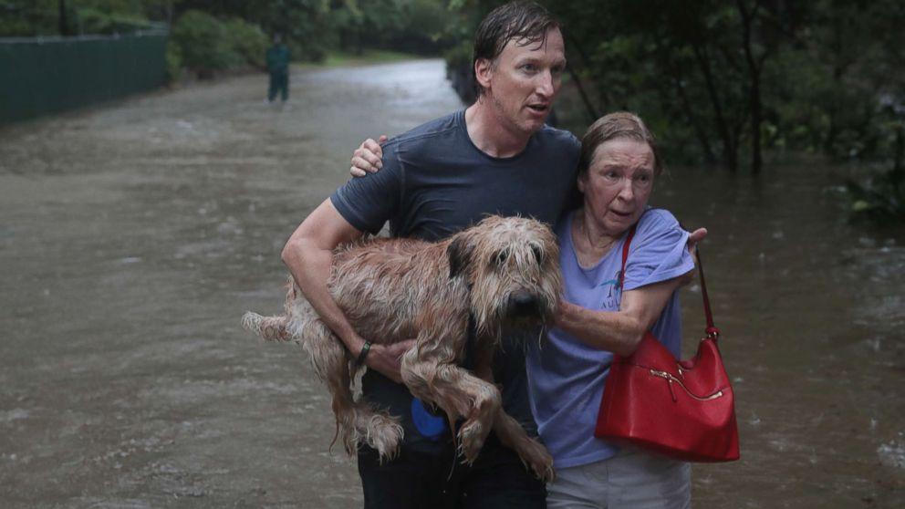http://a.abcnews.com/images/US/pet-rescue-hurricane-harvey2-gty-mem-170828_16x9_992.jpg