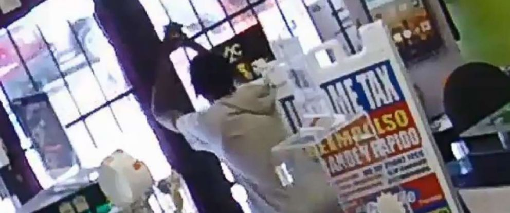 PHOTO: Houston robber John Bell tries to shoot his way out and when that fails, prays after getting locked in store by fleeing employees who lock the door behind them.