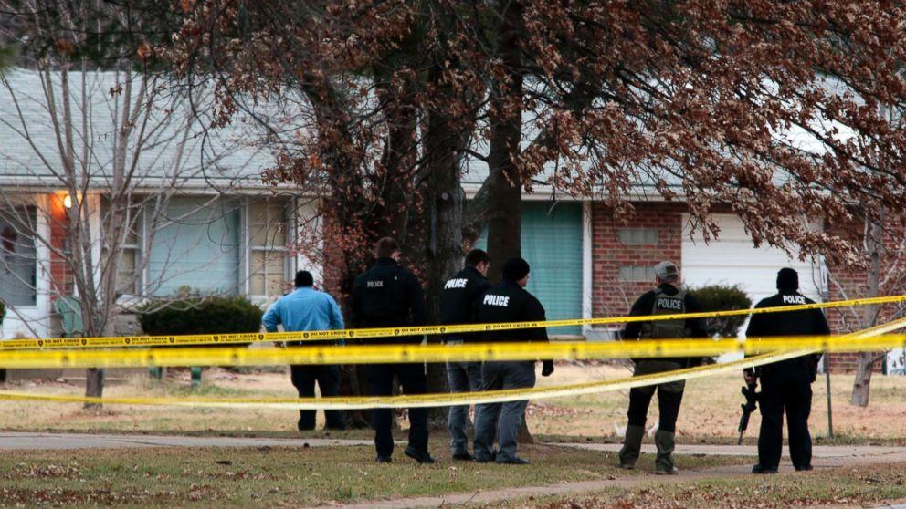 http://a.abcnews.com/images/US/police-missouri-2-ap-er-171214_16x9_992.jpg