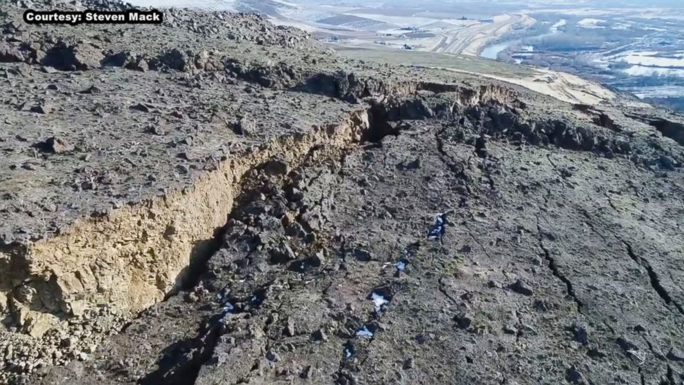 PHOTO: The crack on Rattlesnake Ridge in south-central Washington state, at its deepest, is about 250-feet deep.