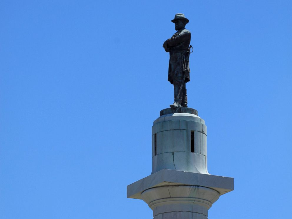 Crews remove Jefferson Davis monument