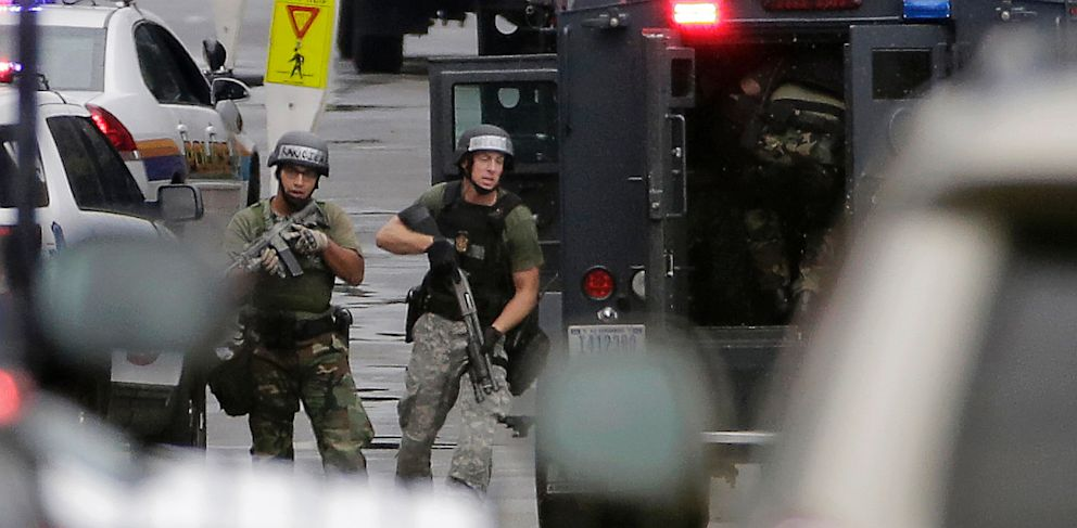 PHOTO: SWAT team at Washington Navy Yard