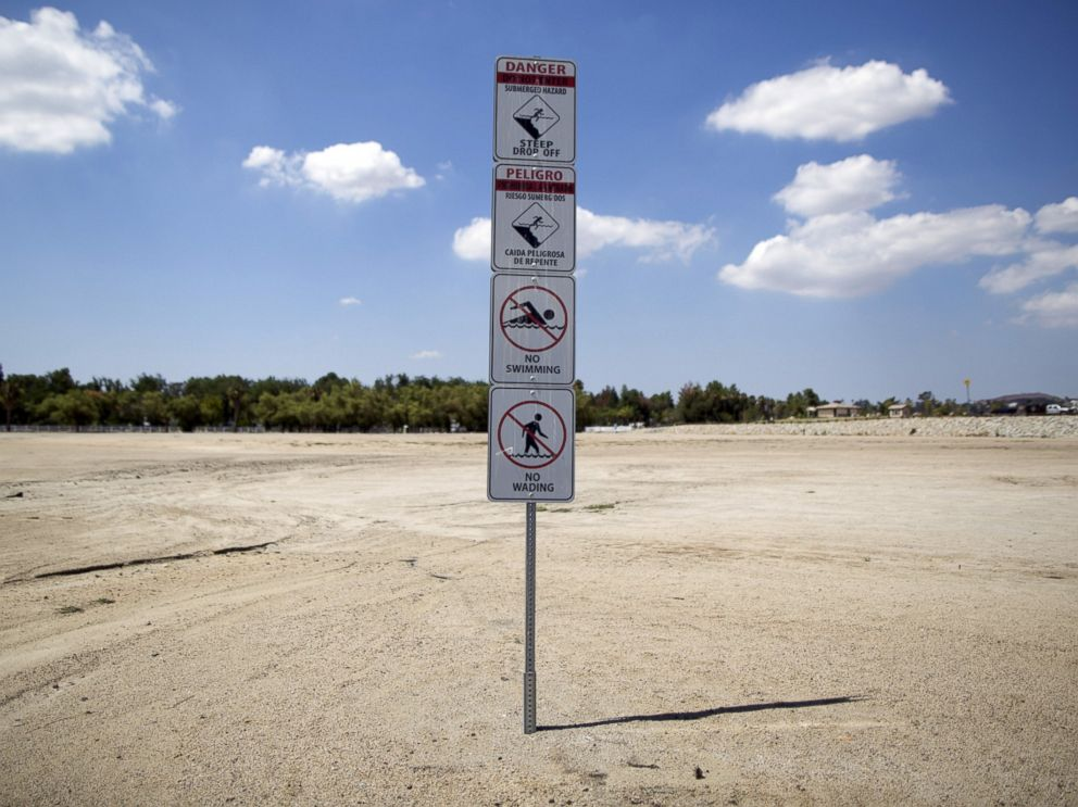 PHOTO: Signs warning of underwater hazards stand over a portion of dried up lake bed at Lake Elsinore in Lake Elsinore, Calif., July 23, 2015.