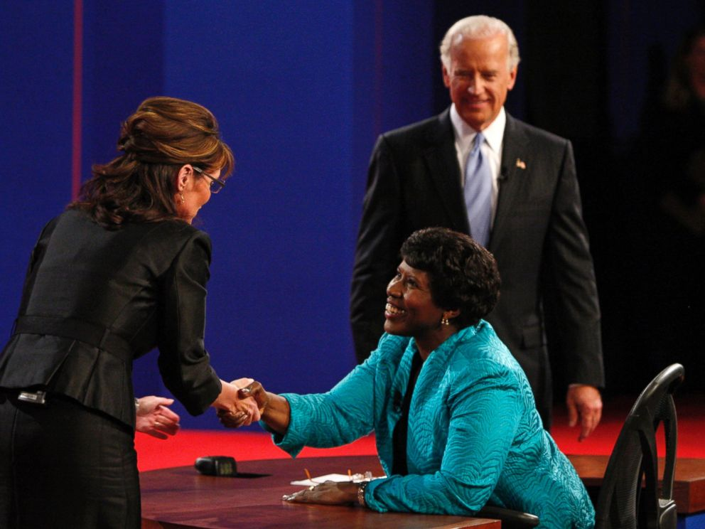 PHOTO: Debate moderator Gwen Ifill greets Republican vice presidential nominee Alaska Governor Sarah Palin and Democratic vice presidential nominee Senator Joe Biden at Washington University in St. Louis, Mo., Oct. 2, 2008.