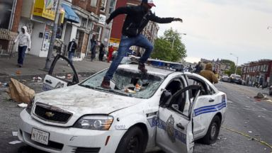 PHOTO: Baltimore Police Clash With Demonstrators After Freddie Grays Funeral
