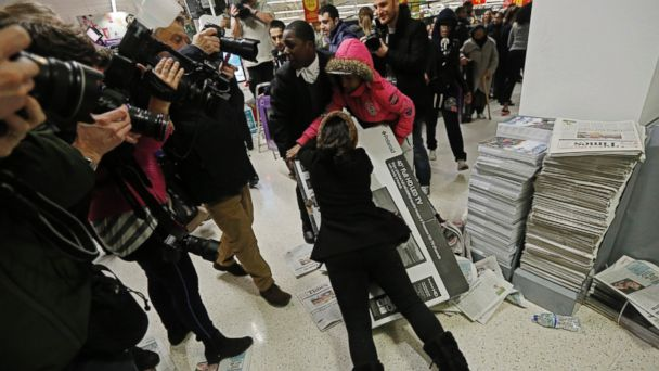 http://a.abcnews.com/images/US/rtr_black_friday_shoppers_02_jc_141128.jpg_16x9_608.jpg