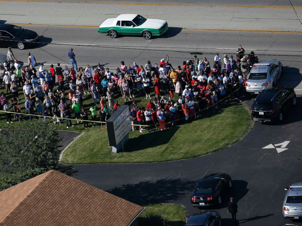 PHOTO: A crowd gathers outside the A.D. Porter and Sons Funeral Home for the procession to begin for three-time heavyweight boxing champion Muhammad Ali in Louisville, Kentucky, June 10, 2016.