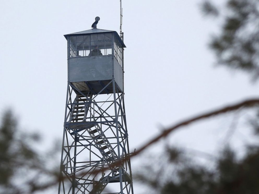PHOTO: A watch tower is manned at the Malheur National Wildlife Refuge near Burns, Oregon, Jan. 3, 2016.
