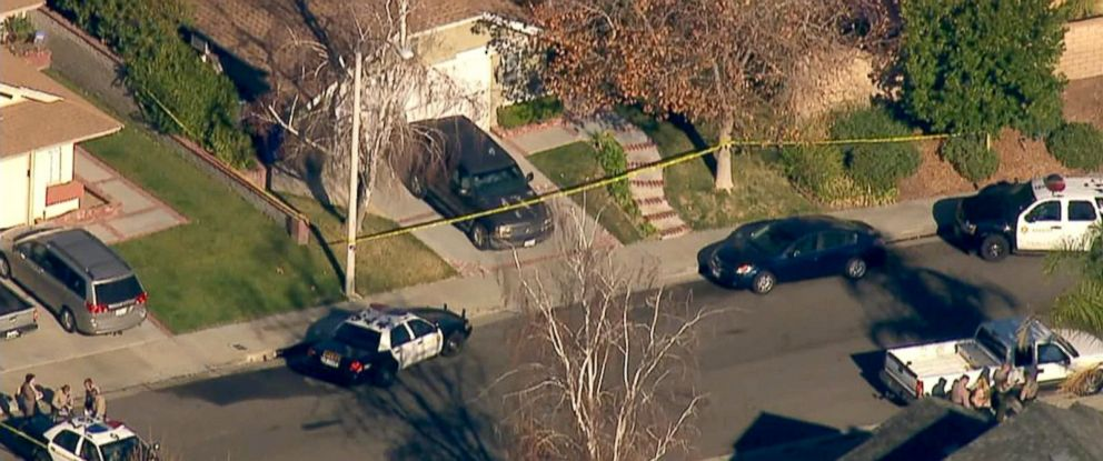 PHOTO: Los Angeles County homicide detectives investigate a scene in Santa Clarita, Calif., Jan. 5, 2018.