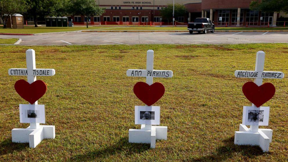 http://a.abcnews.com/images/US/santa-fe-texas-shooting-memorial-01-ap-jef-180521_hpMain_16x9_992.jpg