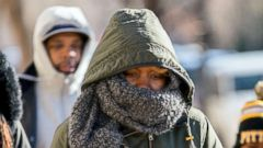 'PHOTO: A family braves temperatures in the teens as they make their way to the National Museum of African American History and Culture on the National Mall, Dec. 28, 2017, in Washington.' from the web at 'http://a.abcnews.com/images/US/severe-weather-washington-ap-mem-171229_16x9t_240.jpg'