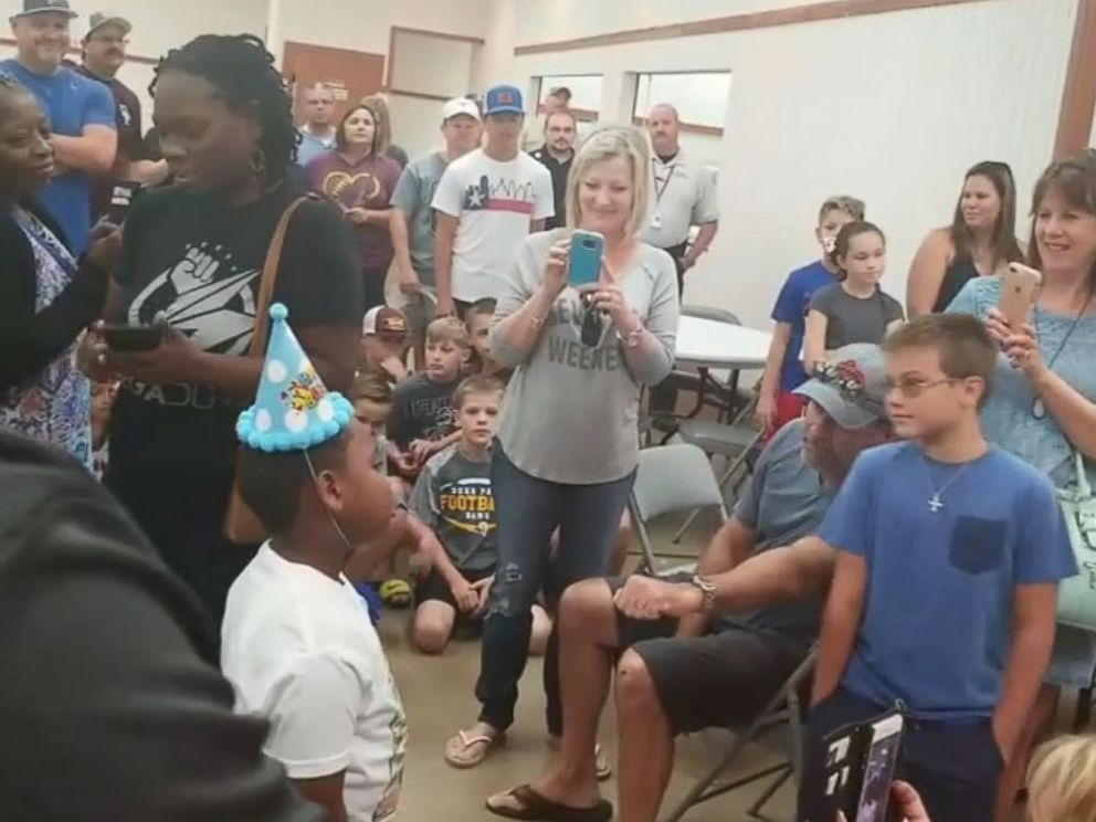 PHOTO: Texas boy celebrates his birthday in a shelter in the Deer Park neighborhood of