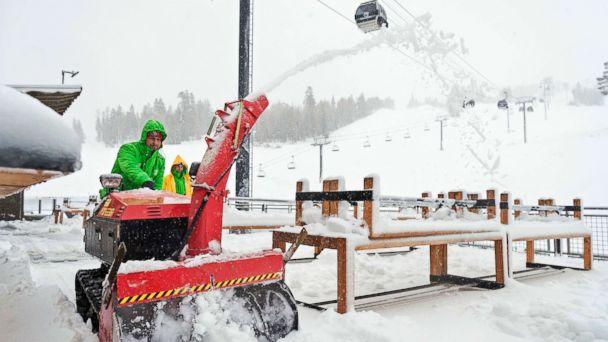 http://a.abcnews.com/images/US/snow-california-01-as-ap-171117_16x9_608.jpg