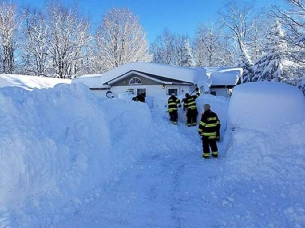 PHOTO: A resident was trapped in her home after over 6 feet of snow fell in the Lorraine, New York, area, Dec. 27, 2017.