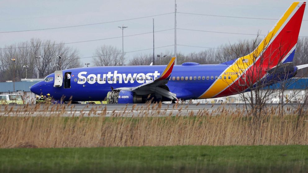 http://a.abcnews.com/images/US/southwest-emergency-landing-ap-ps-180417_hpMain_16x9_992.jpg