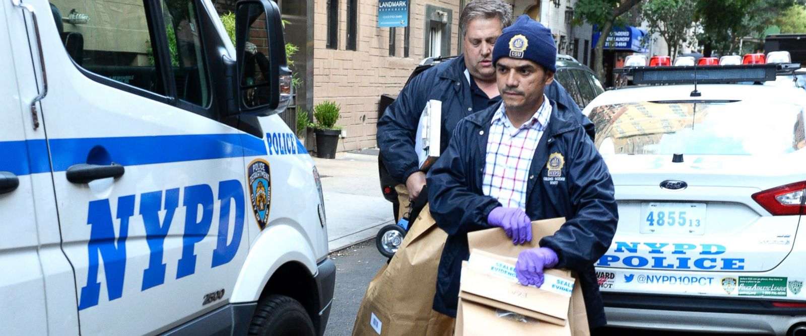 PHOTO:NYPD CSI unit collects evidence from the apartment building where Dr. Kiersten Rickenbach Cervenys body was found in New York, Sept.5, 2015.