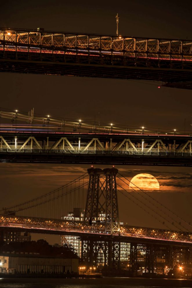 PHOTO: A super moon on Nov. 14, 2016 was photographed through three bridges in Manhattan.