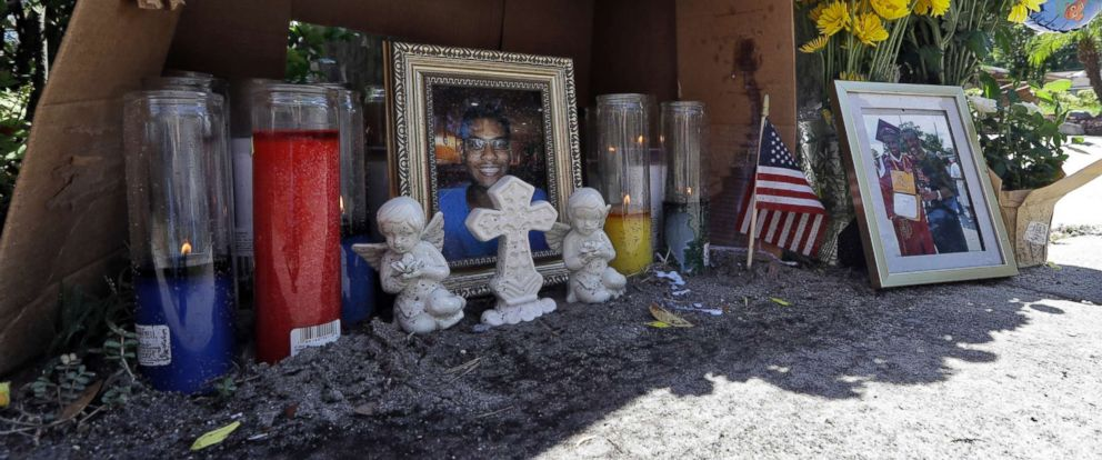 PHOTO: A makeshift memorial for shooting victim Anthony Naiboa sits on a sidewalk in the Seminole Heights section of Tampa, Fla., Oct. 24, 2017.