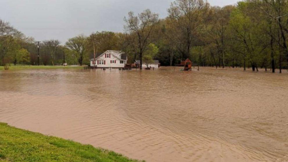 http://a.abcnews.com/images/US/tennessee-flooding-ugc-mo-20180424_hpMain_16x9_992.jpg