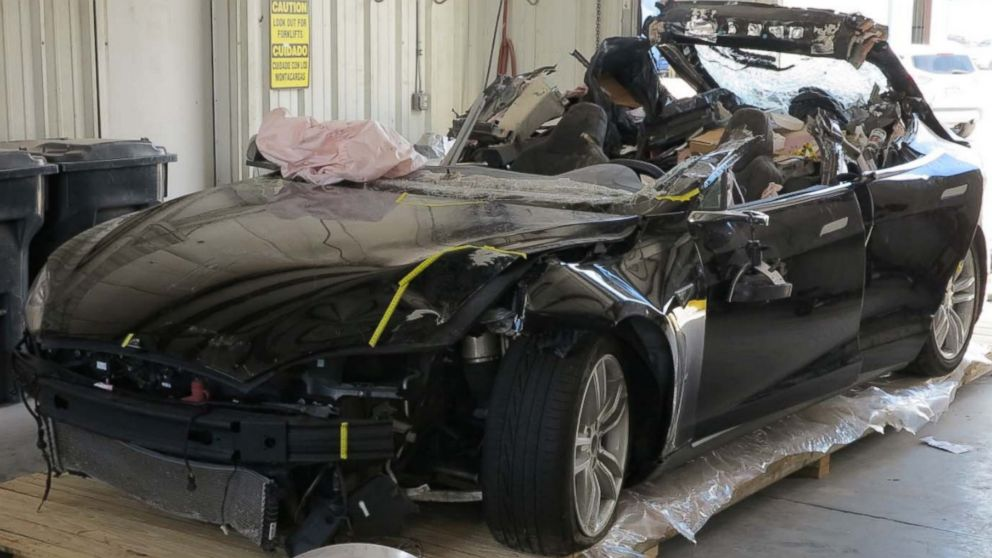 Tesla's  semi-autonomous system contributed to deadly crash: Feds