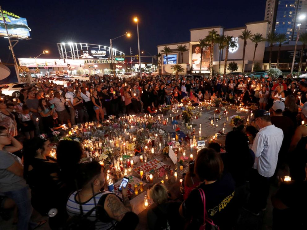 PHOTO: Hundreds of people attend a vigil marking the one-week anniversary of the Oct. 1 mass shooting in Las Vegas, Oct. 8, 2017.