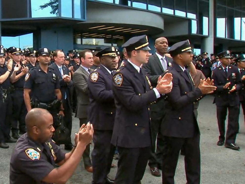 PHOTO: NYPD officers clap as Officer Hart Nguyen leaves the hospital, Aug. 11, 2017.