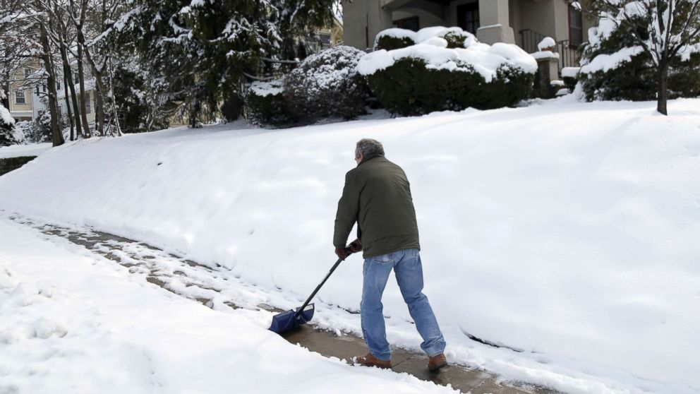 East Coast digs out from 4th nor'easter in 3 weeks; 5 states reporting over 1 foot of snow