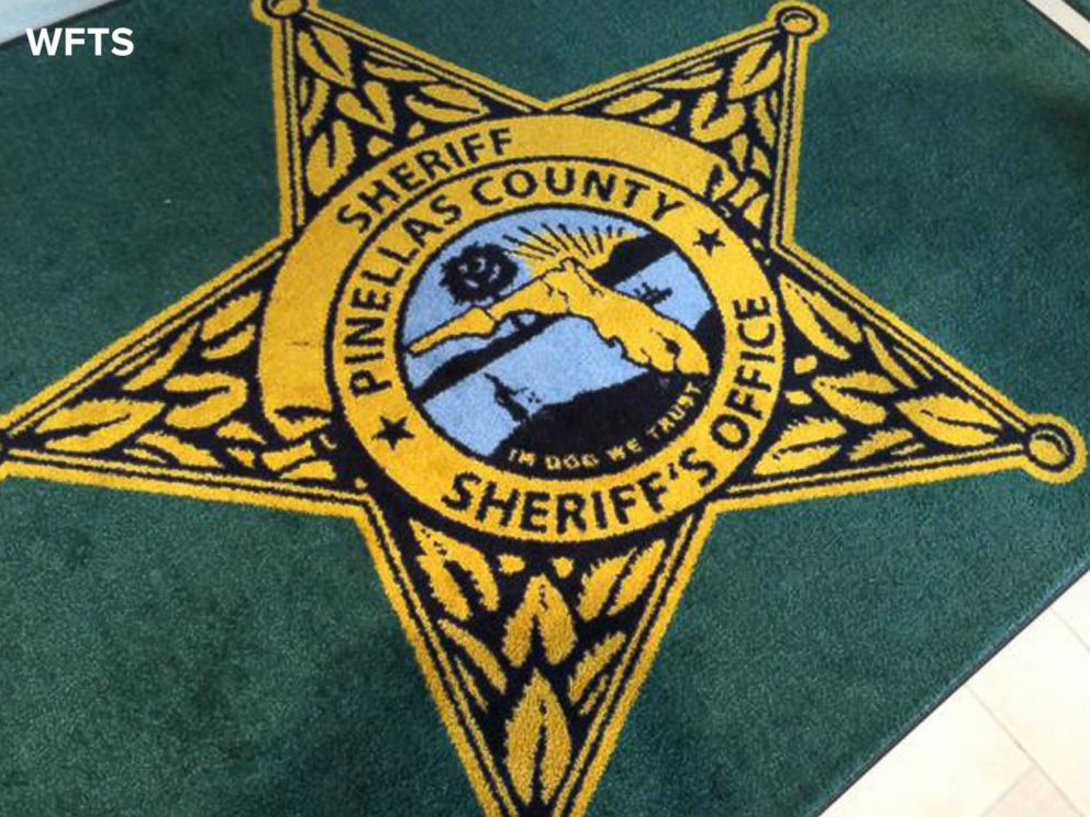 The Rugs At This Florida Sheriffs Office Have A HUGE Typo foto