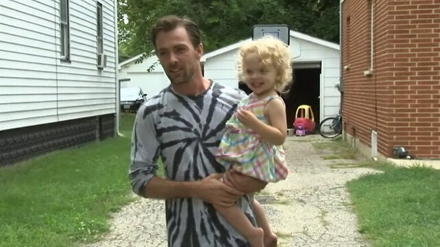 VIDEO: Kelly Davis chased down a man he says tried to kidnap his 2-year-old daughter in Chicago.