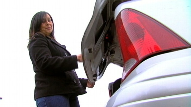 VIDEO: Linda Gipson says she put 700 dollars worth of presents in a car that wasn't her own.