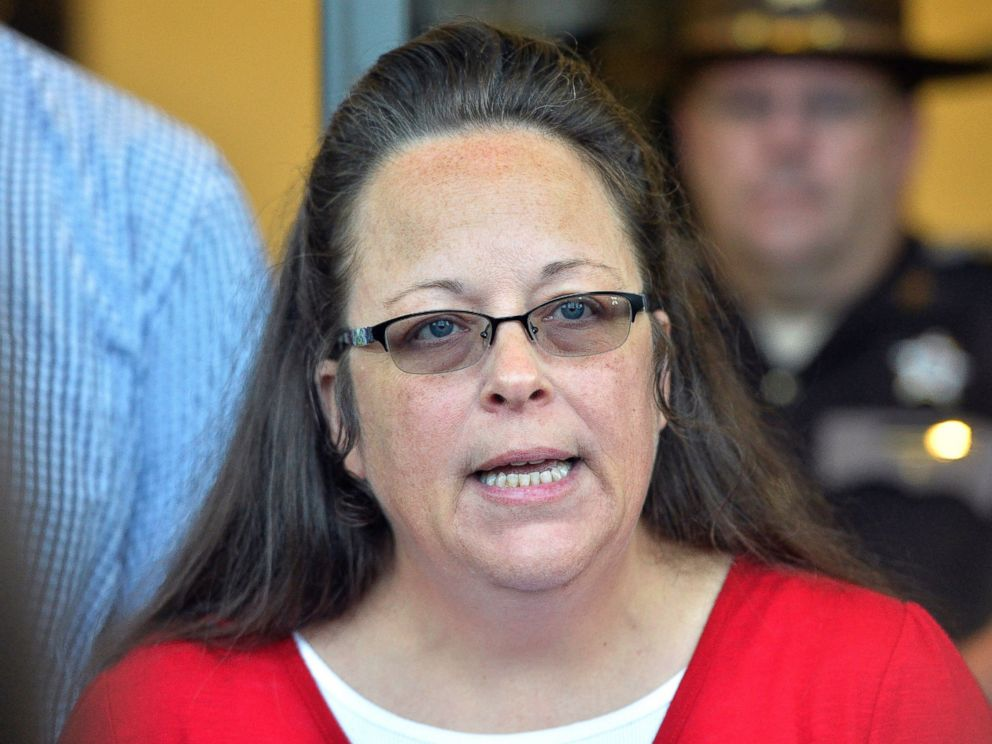 PHOTO: Rowan County Clerk Kim Davis makes a statement to the media at the front door of the Rowan County Judicial Center in Morehead, Ky., Sept. 14, 2015.