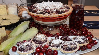 PHOTO: Seen here is Elizabeth Karmel's Double Cherry Pie With Streusel Topping, featured on Good Morning America.