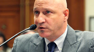 PHOTO Celebrity chef Tom Colicchio testifies before congress, July 1, 2010, giving ideas on how to improve school lunches.