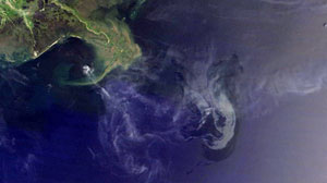 Photo: Natural Gas Slows Oil Leak in Gulf of Mexico: Satellite Imagery Shows Shrinking Slick, as Gas Slows Flow of Oil