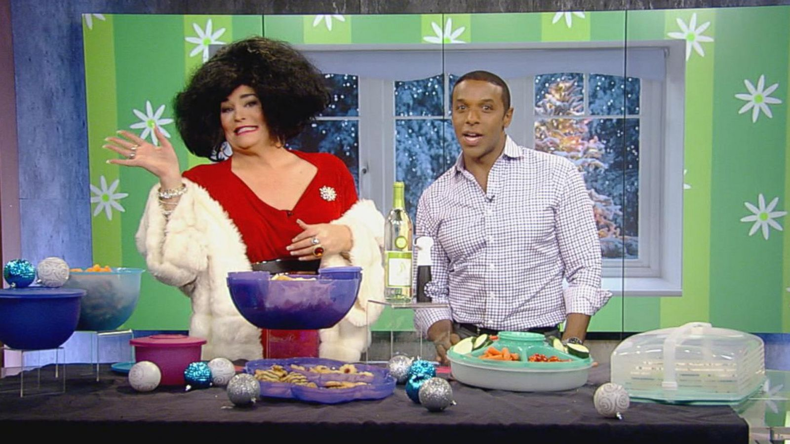 VIDEO: Entertain with Tupperware!