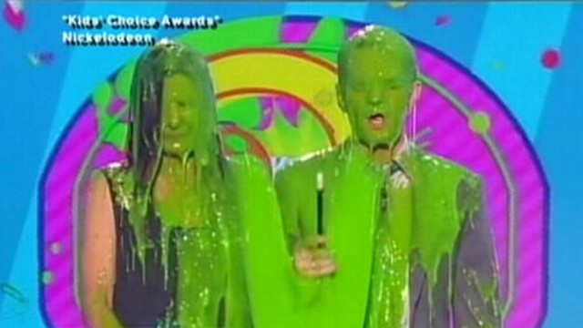 VIDEO: Nickelodeon awards show leaves some celebrities in a sticky situation.