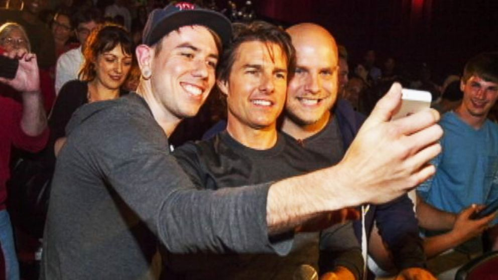 VIDEO: Instant Index: Tom Cruise Surprises Audience at Edge of Tomorrow Premiere