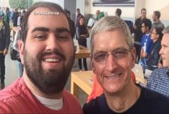 VIDEO: iPhone 6 Frenzy: Tim Cook Poses for Selfies With Customers