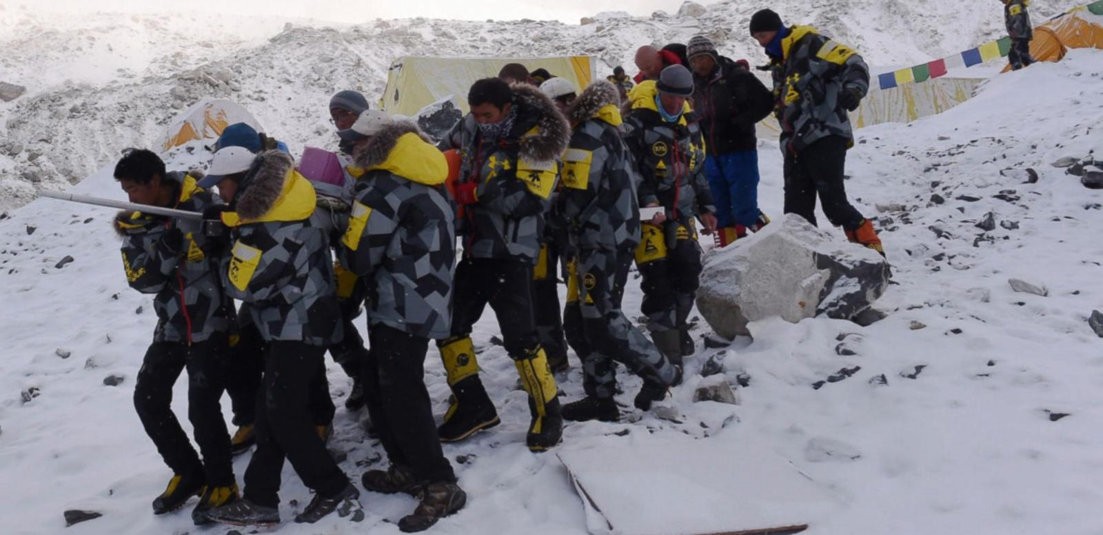 VIDEO: Everest Avalanche Triggered by Nepalese Earthquake Claims Lives