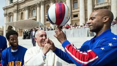 VIDEO: Index: Pope Named Honorary Globetrotter