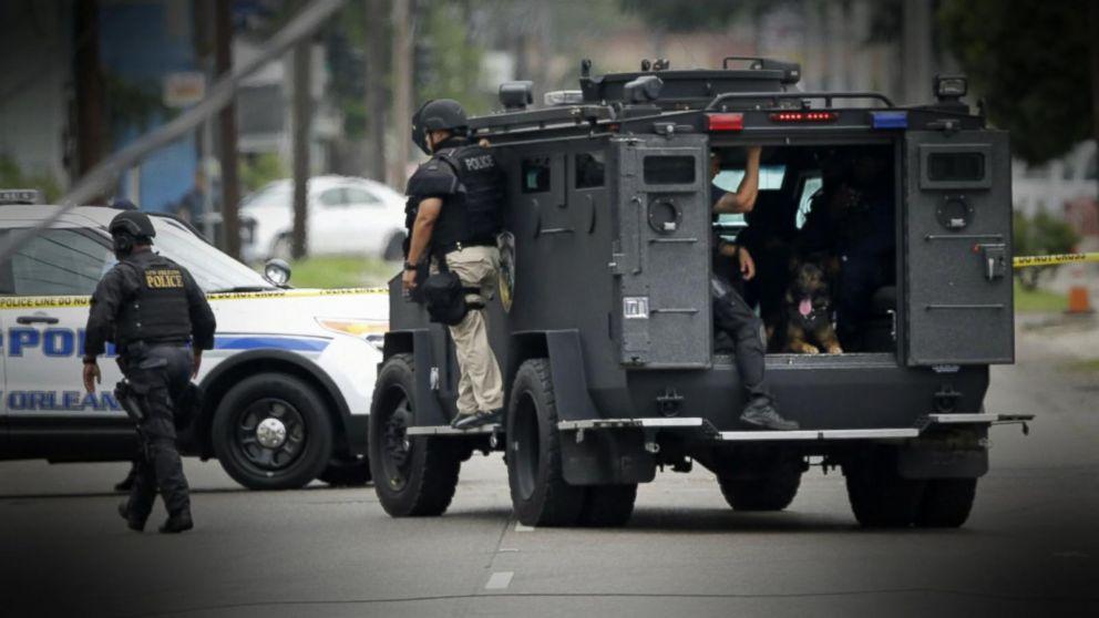 Police search for new orleans prisoner after officer for Police orleans