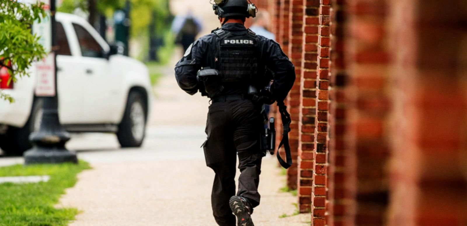 VIDEO: Police Respond to False Alarm at Washington Navy Yard