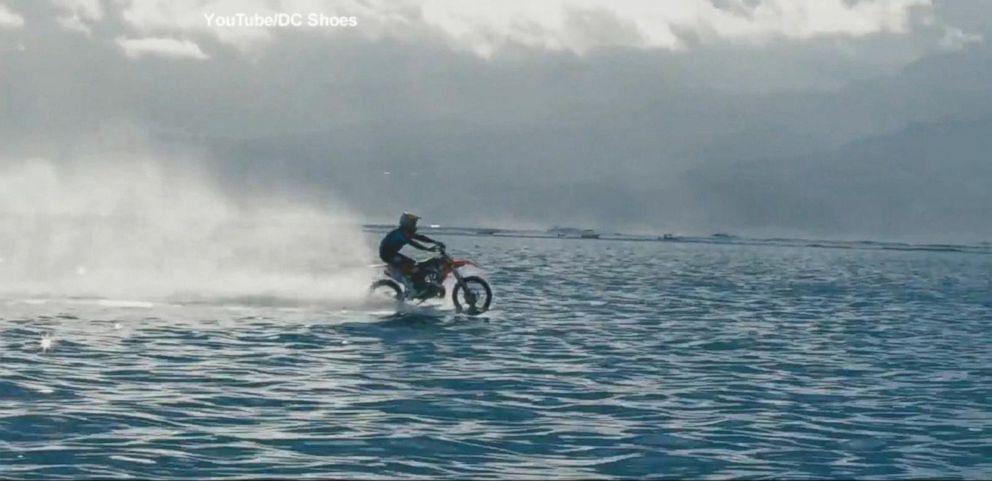 VIDEO: Stunt Man Surfs on Ocean With Motorcycle