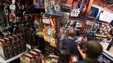 VIDEO: Index: People Lining Up for Star Wars Toys