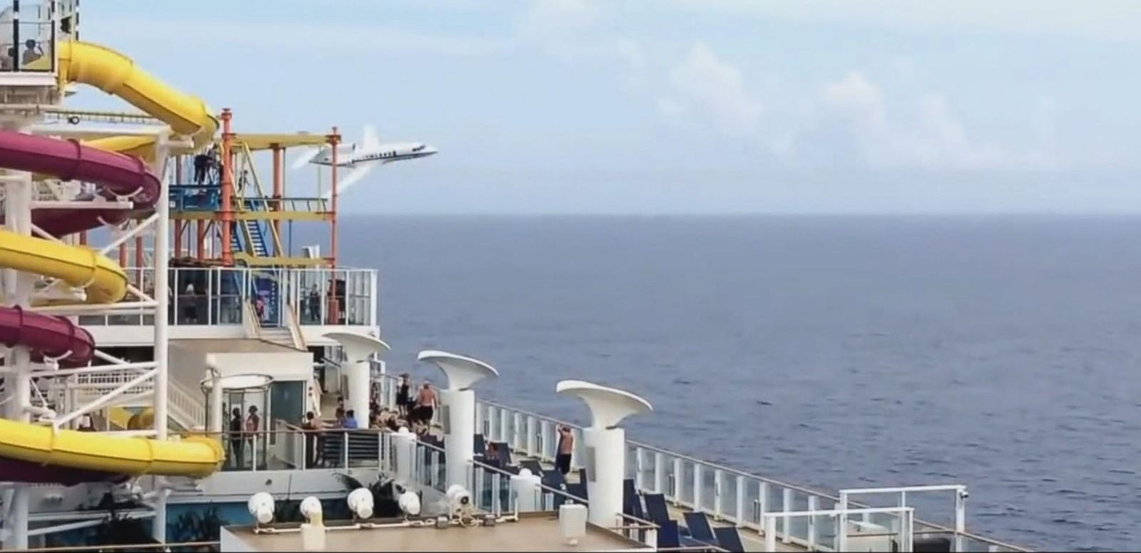 VIDEO: Index: French Air Force Jets Seen Flying Extremely Low Near Bermuda