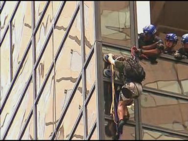 WATCH:  World News 08/10/16: Man Scales Trump Tower in New York City