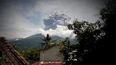 VIDEO: Tourists Trapped By An Erupting Volcano Overseas Near Bali