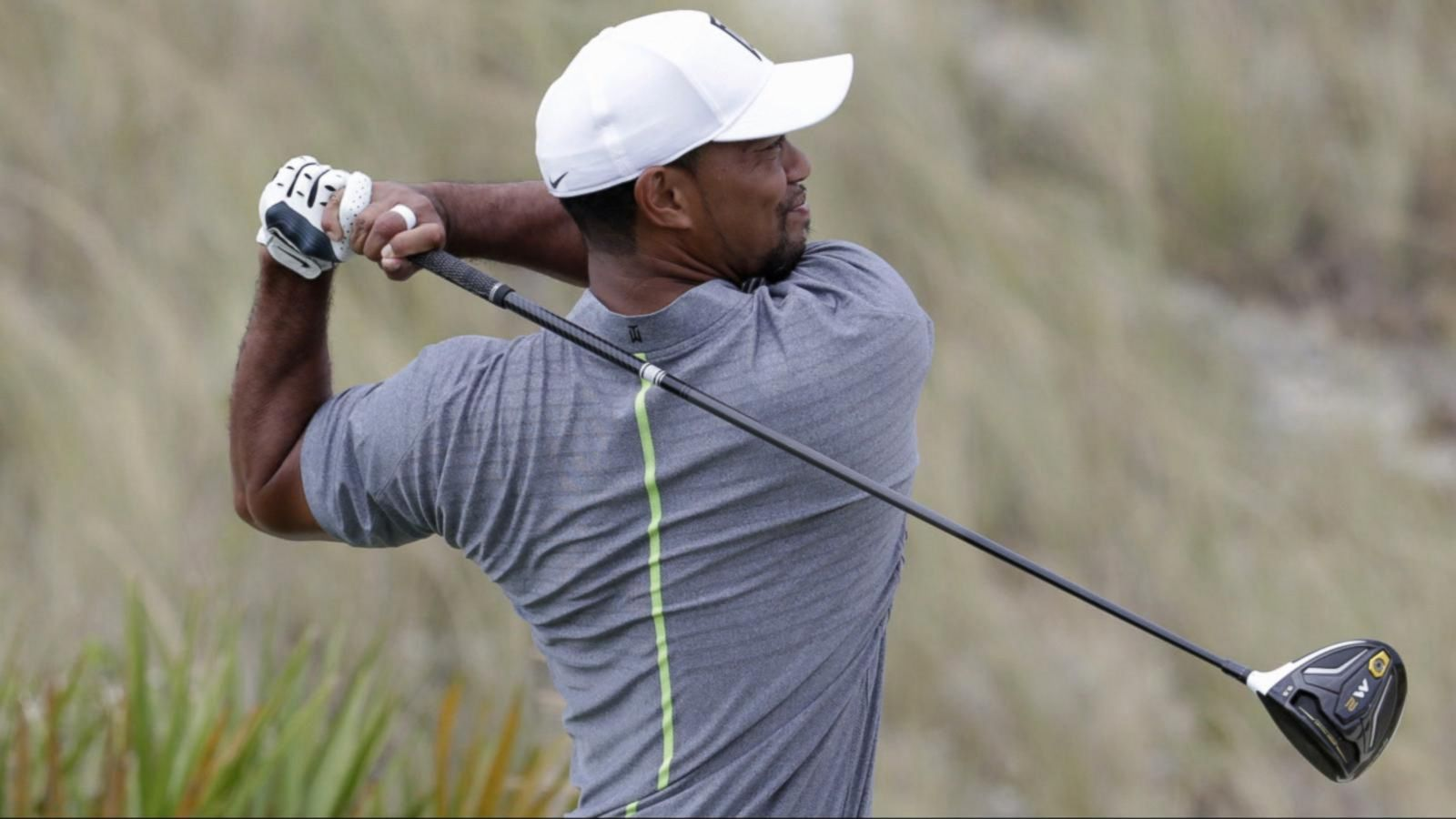 VIDEO: Tiger Woods Returns to the Links After 15-Month Layoff